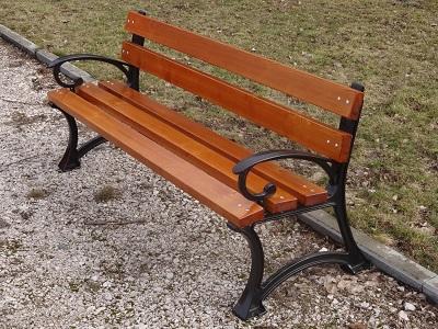 żeliwna ławka miejska